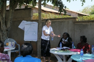 Diane teaches the wives of ELCK pastors at the PLI-I conference in Oyugis, Kenya
